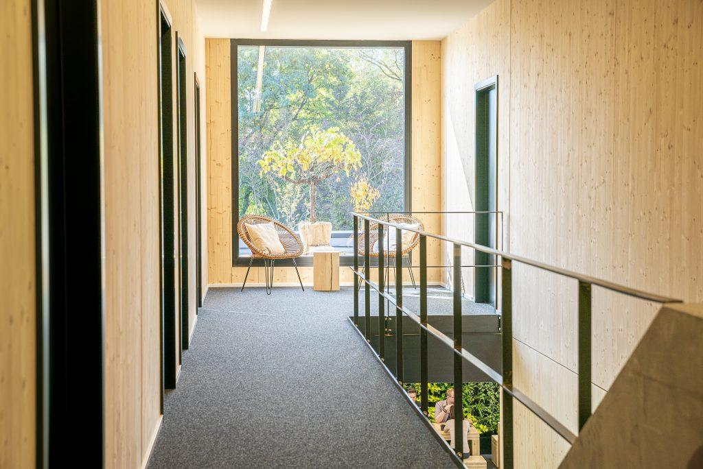Bürogebäude 4.0, Flur mit Sitzecke